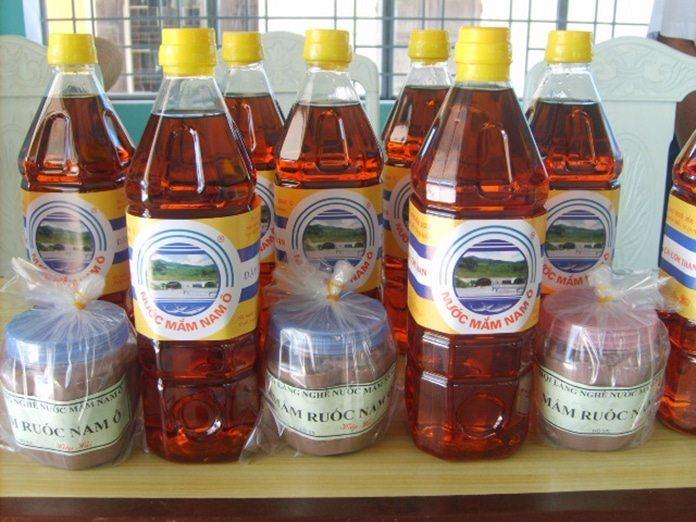 Đất nước Việt Nam mình không chỉ có nổi tiếng với nước mắm Phú Quốc mà tại xứ Đà Thành cũng hấp dẫn nhiều khách du lịch đó chính là nước mắm Nam Ô