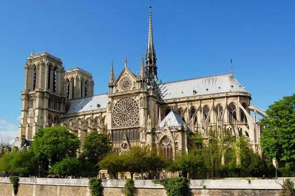 Những điểm check in không nên bỏ qua tại Paris - Nhà thờ Đức Bà Paris