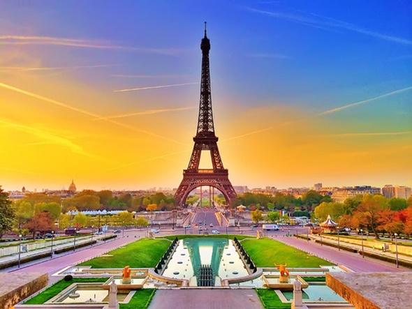 Những điểm check in không nên bỏ qua tại Paris - Tháp Eiffel