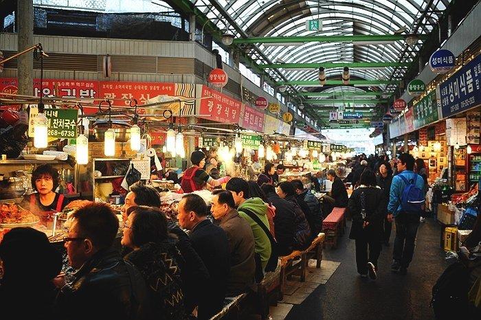 Du lịch Hàn Quốc nhất định phải ghé thăm chợ Dongdaemun nổi tiếng - ảnh 4