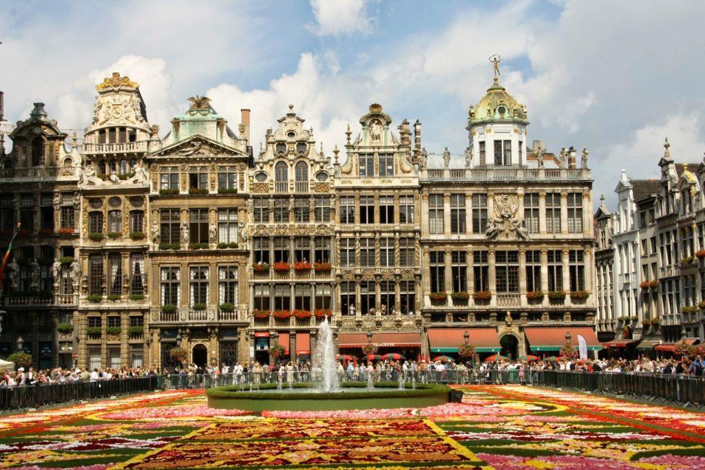 Chiêm ngưỡng những quảng trường nổi tiếng nhất tại châu Âu - ảnh 1