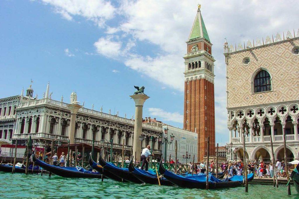 Chiêm ngưỡng những quảng trường nổi tiếng nhất tại châu Âu - ảnh 10