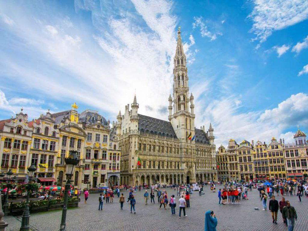 Chiêm ngưỡng những quảng trường nổi tiếng nhất tại châu Âu - ảnh 9